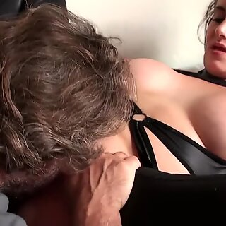 Coochie ate brit mature fingers her pasarica