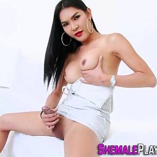 Sexy tranny tugs her rod