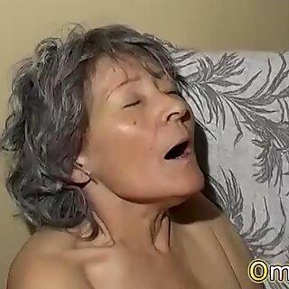 Omapass Amatoriale Tardona e Lesbica nonna gioca