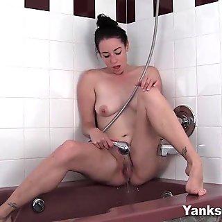 Yanks Nymph Betty Bathorie Masturbates