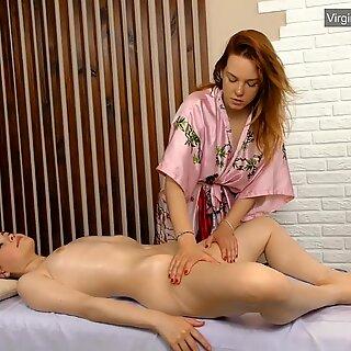Silvia massiert von einem Notgeil Lesbisch