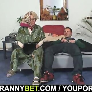 Lonely 60-vuotias Mummo miellyttää Mukalainen