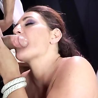 Savannah Fox squirts when clit is toyed