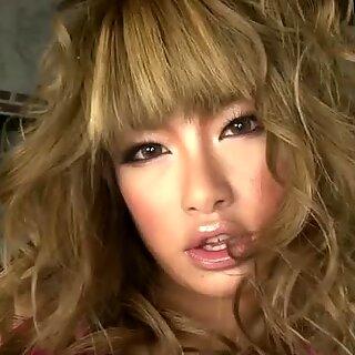 جميلة اليابانية girlie rumika تفضل ديلدو طويلة للاستمناء المتحمسين