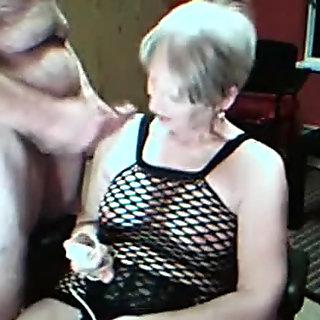 Slut Vibrates Her Clit Until She Cums