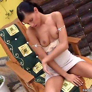 وسيم مسمر سمراء مع titties لطيفة السماح نفسها فضفاضة