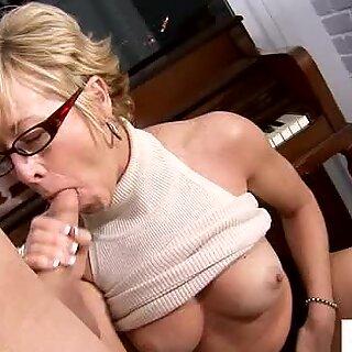 Horny Granny Seduces opiskela