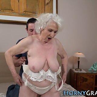 Grandmas tvár spunkred