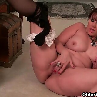 yankee cougar Kelli takes off off and masturbates on the stairs