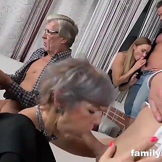 Суиингъри Семейство Cums от Клуб
