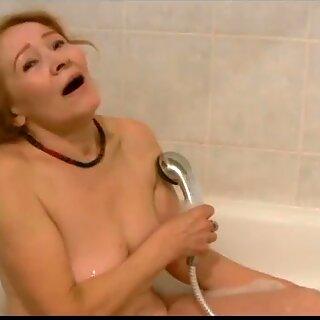 Oldnanny vieja flacas mujer masturbándose y chupando verga