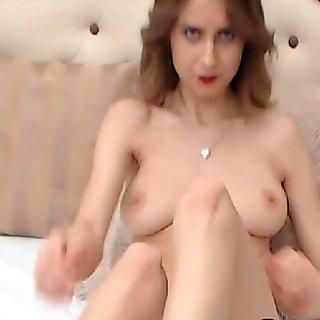 Gadis pirang yang menakjubkan masturbasi di rumahnya ro