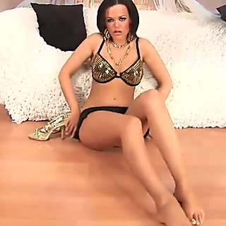 Linet Slag fill her pussy with a big black dildo