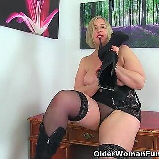 英国人熟妇流星用他妈的棒扭动她愿意的笨蛋