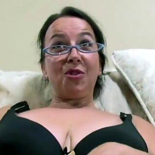 Beard Rijpevrouw Amateur met Grote Borsten houdt van jonge Zwart Lul en gezichtsbehandelingen