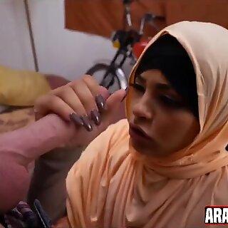 young arabian girl gives nice blowjob
