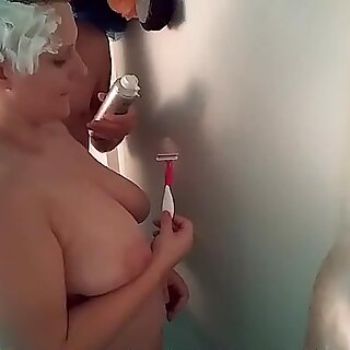 chubby shaven girl trimmed while giving head, fucked after